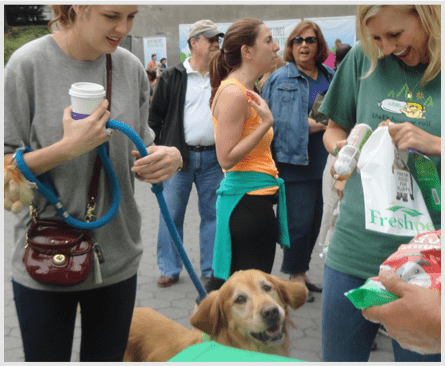 Freshpet's Katie Helps Hand Out Freshpet in Central Park!